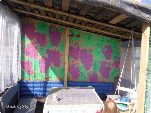 Милые мои мастерицы, я уже неоднократно показывала цветы, которые моя мама выращивает у себя в Тосненском районе Ленинградской области, обычно в качестве бонуса к моим работам. А вот сегодня хочу показать, во что выливаются творческие порывы моей мамочки. Ну и естественно, покажу еще цветы ) Но начну с клубнички (кстати, у нас её принято называть викторией, а клубникой зовут дикую ягоду, которая обычно растёт на лугах (не земляника!))  фото 15