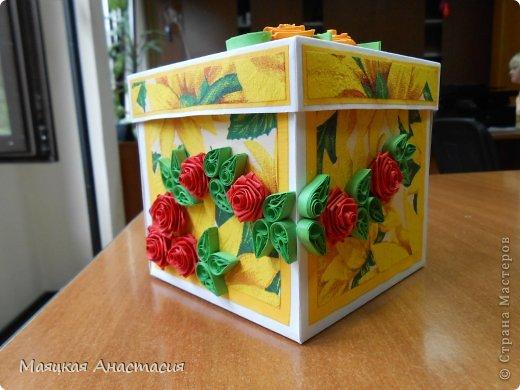 Сделала для мамы коробочку с сюрпризом просто так :) по МК:  https://stranamasterov.ru/node/364822 Розы наконец-то получились и так понравились, что они у меня и на крышке и сбоку. фото 1