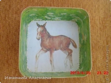 Моя сестра очень любит лошадей. А ещё она художница. я когда только начинала декупажить очень хотела сделать ей подарок. и вот что у меня тогда получилось )) фото 6