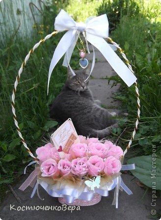 Мой первый букет в подарок на свадьбу. В фотосесии активно участвовало животное. фото 1