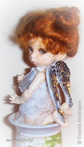 """Здравствуйте! решила принять участие в конкурсе """"Все мы - немного ангелы"""" https://stranamasterov.ru/node/597223?tid=675  Был Господа любимый ангелок   С глазами -неба ,волосы из злата.   Её в раю знал каждый уголок.   Её визит был всем награда.    Она хулиганила как и все детишки.   Была славна ,мила и озорна.   Её любили ребятишки.   Она сердцем была совсем проста    Её два белоснежные крыла.   По контуру все золотом прошиты.   На ножках туфельки , на каждой бабочка была.   В белых носочках , а коленки сбиты.  (автор не известен) фото 21"""