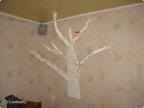 Приветик! Вот, почти во всю стену дерево в комнате, объемное и неповторимое. Давно хотела его сделать, но в голове не было идей - как, куда и что, и сколько. Просто решила делать, а там, как пойдет. И так, поехали... фото 2