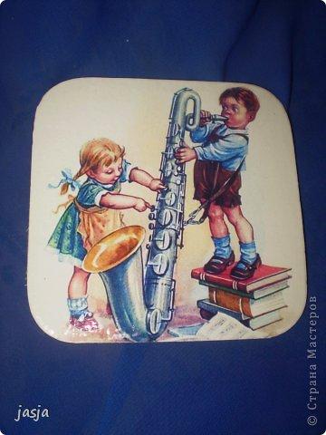Доброго времени суток! Сегодня я к Вам с новыми, еще не покрытыми эпоксидкой  работами.Уж очень понравились мне немецкие старые открытки с детками.Именно они меня и вдохновили к созданию коллекции подставочек,а маленькое ведерко- кашпо,как нельзя кстати вписывается в эту компанию...  фото 6