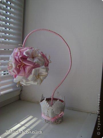 Давно не ваяла топики. К выставке решила вспомнить. Обожаю лилии, вот и получилось нечто бело-розовое. Изначально задумывалась не так, но результат превзошел ожидания. фото 1