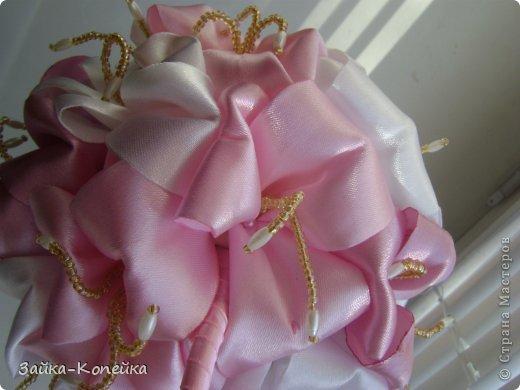 Давно не ваяла топики. К выставке решила вспомнить. Обожаю лилии, вот и получилось нечто бело-розовое. Изначально задумывалась не так, но результат превзошел ожидания. фото 3
