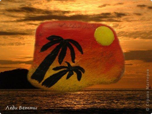 Здраствуйте жители СМ. Сегодня я решила сделать МК по росписи камней. Роспись на тему вечера в тропической стране. P.S. Первое фото обработано в программе pizap. фото 1