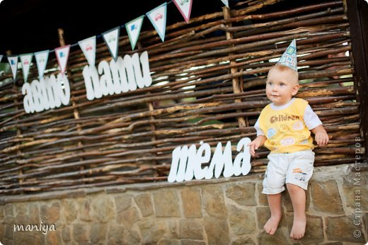 в прошлом году на день рождение сыночку наших друзей делала атрибуты для декора беседки и стола, а так же для красочных фотографий. фото 12
