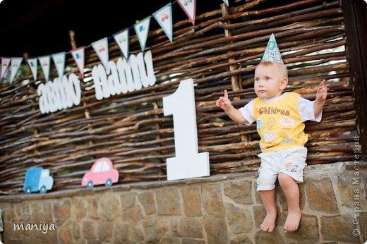 в прошлом году на день рождение сыночку наших друзей делала атрибуты для декора беседки и стола, а так же для красочных фотографий. фото 13