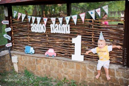в прошлом году на день рождение сыночку наших друзей делала атрибуты для декора беседки и стола, а так же для красочных фотографий. фото 14