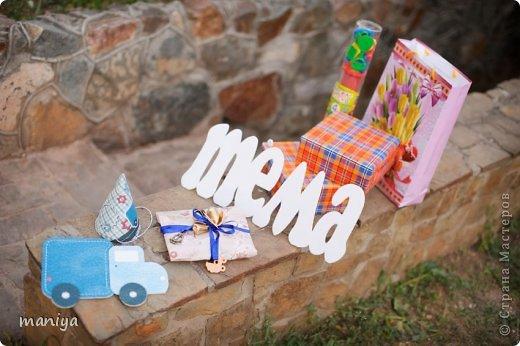 в прошлом году на день рождение сыночку наших друзей делала атрибуты для декора беседки и стола, а так же для красочных фотографий. фото 1