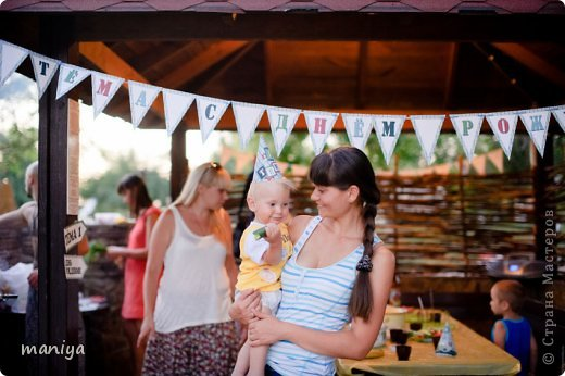 в прошлом году на день рождение сыночку наших друзей делала атрибуты для декора беседки и стола, а так же для красочных фотографий. фото 15