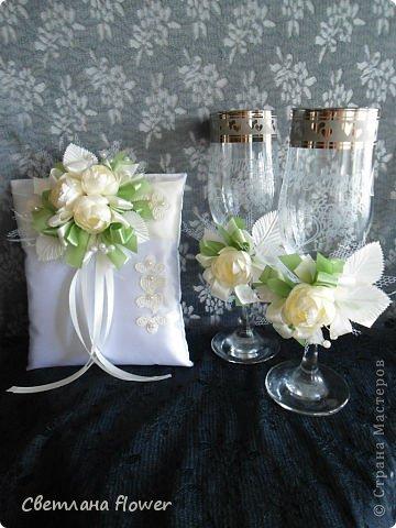 Семейный очаг для моложоженов! (Все цветы выполены из нажелатининого креп-сатина и обработаны бульками). фото 15