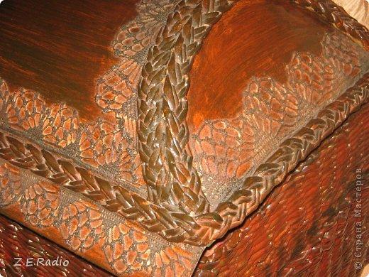 Красила готовые изделия гуашью, потом мебельным лаком. Ваза  -сразу колерованым  акриловым лаком под дуб 3 раза. Где получились косяки на вазе, пришлось декорировать веткой с листьями из кожи. фото 7