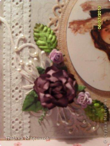 Добрый день, мои дорогие!!! Попросили меня на заказ сделать подарочек одному очень хорошему человеку. Выбрали для подарка вытынанку и  смастерилась вот такая открыточка. Всё очень просто. Кружево, вырубки, распечатанная на принтере очень красивая девушка, готовые цветы, готовые листики розы, тычинки. Получила недавно посылочку с цветочками. Пришла в восторг, какую же красоту могут делать люди. И сразу руки зачесались, что-то с цветочками сделать. Вот и применила здесь. На сколько удачно, судить вам. Вырубку затонировала. Ещё использовала полубусины, для блеска. фото 2