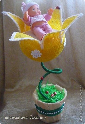 младенец в цветке фото 2