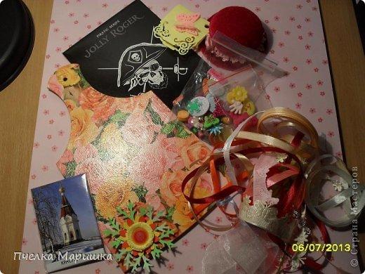 Добрый день, мои дорогие!!! Попросили меня на заказ сделать подарочек одному очень хорошему человеку. Выбрали для подарка вытынанку и  смастерилась вот такая открыточка. Всё очень просто. Кружево, вырубки, распечатанная на принтере очень красивая девушка, готовые цветы, готовые листики розы, тычинки. Получила недавно посылочку с цветочками. Пришла в восторг, какую же красоту могут делать люди. И сразу руки зачесались, что-то с цветочками сделать. Вот и применила здесь. На сколько удачно, судить вам. Вырубку затонировала. Ещё использовала полубусины, для блеска. фото 9