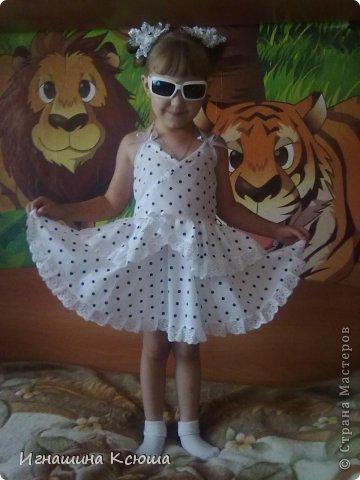 """дочь попросила сарафан как у """"взрослых """" с открытой спиной . мы с ней выбрали в горошек,  ткань ситец, пришлось и бантики в горошек делать фото 1"""