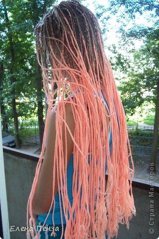 Каждый год перед поездкой на юг мы плетем разные косички. Вот уже второй раз девочки захотели с пряжей фото 12