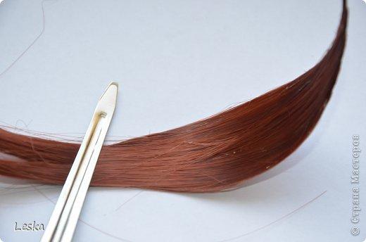 Дорогие мастерицы!!! Давно хотела поделиться своими знаниями об украшениях из волос. Называются такие изделия- постиж. Используются как натуральные, так и искусственные волосы. Волосы можно приобрести  в специализированных магазинах. Я живу в Санкт-Петербурге, у нас таких магазинов много, например *HairShop*... Делаю, для наглядности, три лепестка, ну а вам предоставляю поле для фантазии: лепестков может быть разное количество, они могут быть разных цветов и оттенков, тычинки-любые виды бусин, страз...броши...и т.д.  фото 12