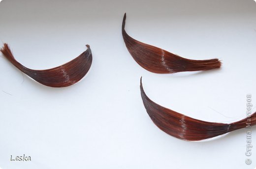 Дорогие мастерицы!!! Давно хотела поделиться своими знаниями об украшениях из волос. Называются такие изделия- постиж. Используются как натуральные, так и искусственные волосы. Волосы можно приобрести  в специализированных магазинах. Я живу в Санкт-Петербурге, у нас таких магазинов много, например *HairShop*... Делаю, для наглядности, три лепестка, ну а вам предоставляю поле для фантазии: лепестков может быть разное количество, они могут быть разных цветов и оттенков, тычинки-любые виды бусин, страз...броши...и т.д.  фото 13