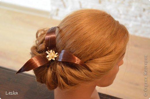 Дорогие мастерицы!!! Давно хотела поделиться своими знаниями об украшениях из волос. Называются такие изделия- постиж. Используются как натуральные, так и искусственные волосы. Волосы можно приобрести  в специализированных магазинах. Я живу в Санкт-Петербурге, у нас таких магазинов много, например *HairShop*... Делаю, для наглядности, три лепестка, ну а вам предоставляю поле для фантазии: лепестков может быть разное количество, они могут быть разных цветов и оттенков, тычинки-любые виды бусин, страз...броши...и т.д.  фото 18