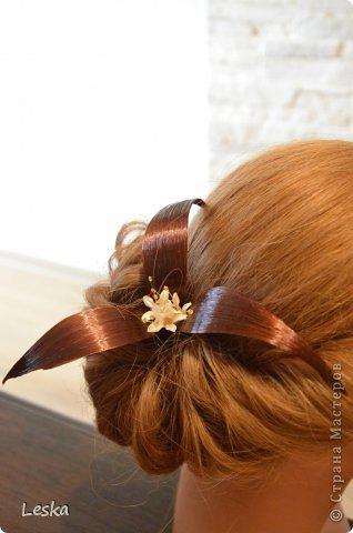 Дорогие мастерицы!!! Давно хотела поделиться своими знаниями об украшениях из волос. Называются такие изделия- постиж. Используются как натуральные, так и искусственные волосы. Волосы можно приобрести  в специализированных магазинах. Я живу в Санкт-Петербурге, у нас таких магазинов много, например *HairShop*... Делаю, для наглядности, три лепестка, ну а вам предоставляю поле для фантазии: лепестков может быть разное количество, они могут быть разных цветов и оттенков, тычинки-любые виды бусин, страз...броши...и т.д.  фото 19