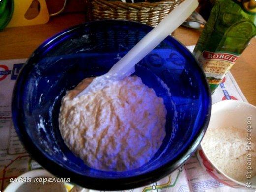 """Ой, что я умею, испекла и угощаю вас.  """"Сiabatta"""" - ЧАБАТТА это итальянский пресный хлеб, приготовленный из дрожжевого теста. Корочка запеченная хрустящая, а серединка мягкая эластичная с потрясными крупными дырочками. Переводится как """"ТАПОК"""", потому что форму делают округлую и удлиненную, похожую на тапок. фото 10"""