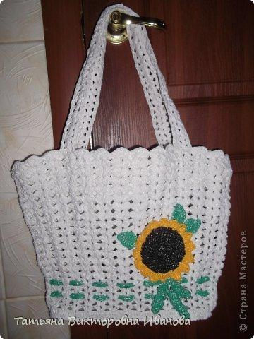 """Доброго времени суток дорогие мои жители нашей страны! И вновь я представляю новую коллекцию сумок из моих любимых пакетов. Первая сумка пляжная связана в подарок коллеге по работе. Я её назвала """"Подсолнух""""."""