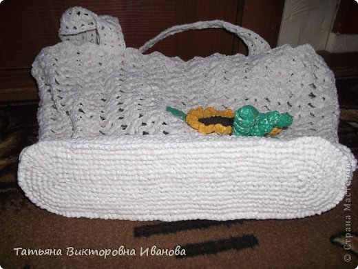 """Доброго времени суток дорогие мои жители нашей страны! И вновь я представляю новую коллекцию сумок из моих любимых пакетов. Первая сумка пляжная связана в подарок коллеге по работе. Я её назвала """"Подсолнух"""". фото 3"""