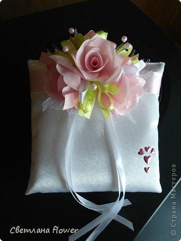 Семейный очаг для моложоженов! (Все цветы выполены из нажелатининого креп-сатина и обработаны бульками). фото 37