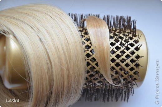 Дорогие мастерицы!!! Давно хотела поделиться своими знаниями об украшениях из волос. Называются такие изделия- постиж. Используются как натуральные, так и искусственные волосы. Волосы можно приобрести  в специализированных магазинах. Я живу в Санкт-Петербурге, у нас таких магазинов много, например *HairShop*... Делаю, для наглядности, три лепестка, ну а вам предоставляю поле для фантазии: лепестков может быть разное количество, они могут быть разных цветов и оттенков, тычинки-любые виды бусин, страз...броши...и т.д.  фото 20