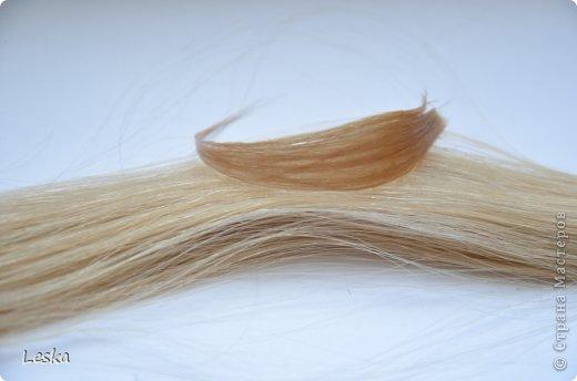Дорогие мастерицы!!! Давно хотела поделиться своими знаниями об украшениях из волос. Называются такие изделия- постиж. Используются как натуральные, так и искусственные волосы. Волосы можно приобрести  в специализированных магазинах. Я живу в Санкт-Петербурге, у нас таких магазинов много, например *HairShop*... Делаю, для наглядности, три лепестка, ну а вам предоставляю поле для фантазии: лепестков может быть разное количество, они могут быть разных цветов и оттенков, тычинки-любые виды бусин, страз...броши...и т.д.  фото 21