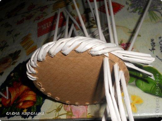 По вашим просьбам представляю маленькую корзинку с крупным жгутом по дну, выполненным из двойных стоек. фото 8