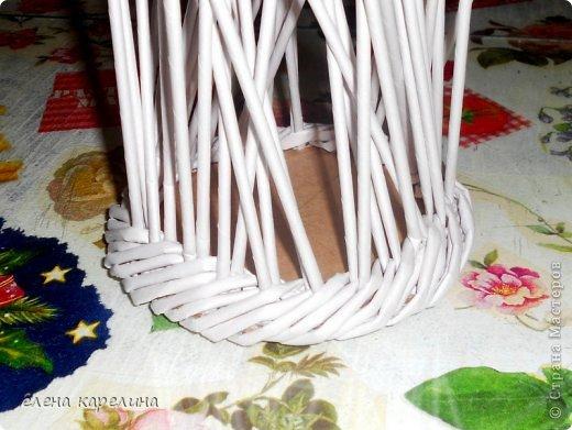 По вашим просьбам представляю маленькую корзинку с крупным жгутом по дну, выполненным из двойных стоек. фото 10