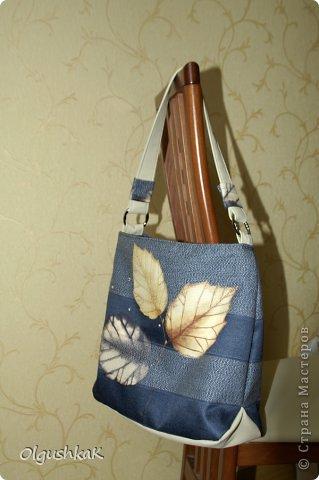 Моя первая сумочка из кожзама и ткани, внутри синтепон, подкладка, один карман. фото 3