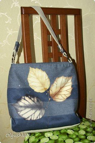 Моя первая сумочка из кожзама и ткани, внутри синтепон, подкладка, один карман. фото 4