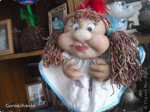 Всегда любовалась работами мастериц нашей Страны, ну очень хотелось научиться шить капроновых кукол, и наконец решилась...... Огромное спасибо всем, кто делится секретами изготовления кукол из капрона. С десяток таких кукол разошлись по друзьям и родственникам, показываю что осталось.  Эту куколку-попика я сшила уже по заказу подруги, она назвала ее Лукерья, наверное навеяло что-то из детских сказок.... фото 2