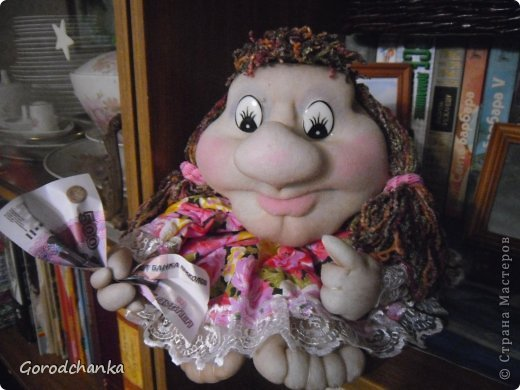 Всегда любовалась работами мастериц нашей Страны, ну очень хотелось научиться шить капроновых кукол, и наконец решилась...... Огромное спасибо всем, кто делится секретами изготовления кукол из капрона. С десяток таких кукол разошлись по друзьям и родственникам, показываю что осталось.  Эту куколку-попика я сшила уже по заказу подруги, она назвала ее Лукерья, наверное навеяло что-то из детских сказок.... фото 1