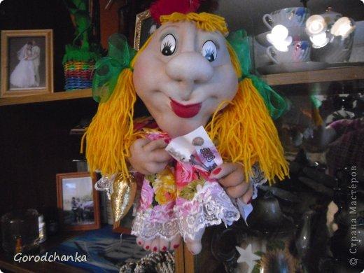 Всегда любовалась работами мастериц нашей Страны, ну очень хотелось научиться шить капроновых кукол, и наконец решилась...... Огромное спасибо всем, кто делится секретами изготовления кукол из капрона. С десяток таких кукол разошлись по друзьям и родственникам, показываю что осталось.  Эту куколку-попика я сшила уже по заказу подруги, она назвала ее Лукерья, наверное навеяло что-то из детских сказок.... фото 3