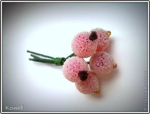 Веточка с ягодами для украшения. Недавно в магазине увидела веточки с ягодками и тут же подумала, что у меня дома все есть, что бы сделать что-то похожее. Так что принимайте... фото 1