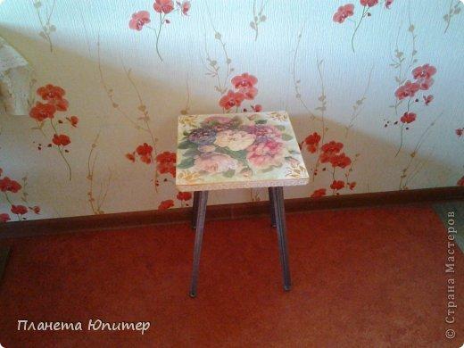 Добрый всем день! Сегодня у меня результат первой попытки реставрации мебели. Был старый, уже даже не понятно, от какого гарнитура, табурет.  фото 10