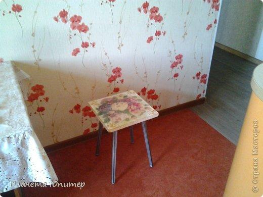 Добрый всем день! Сегодня у меня результат первой попытки реставрации мебели. Был старый, уже даже не понятно, от какого гарнитура, табурет.  фото 11