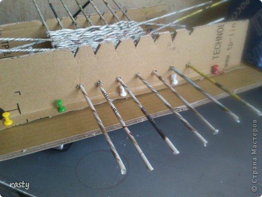 Как сделать станок для плетения из газетных трубочек 43