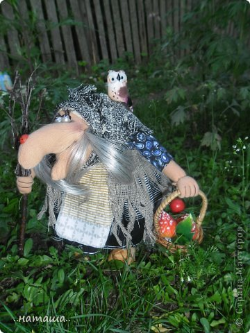Появилась сова, а к ней придумался новенький мой любимый персонаж. Ещё одна бабулька вышла на вечернюю прогулку за травами-грибами:) фото 3