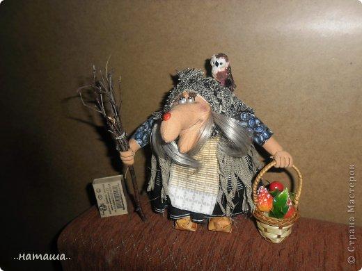Появилась сова, а к ней придумался новенький мой любимый персонаж. Ещё одна бабулька вышла на вечернюю прогулку за травами-грибами:) фото 4