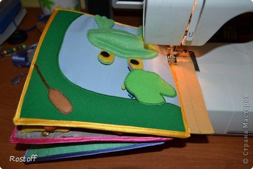 Многие мастерицы спрашивают меня, как собрать книжку, соединить странички друг с другом и с обложкой. Предлагаю Вам мой вариант, выработанный в процессе работы над книжками. фото 12