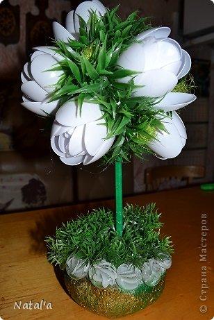 """Создала свои цветы по замечательному МК https://stranamasterov.ru/node/582271?c=favorite. Так они мне понравились и за вечерок, сидя перед телевизором """"напистолетила"""")))). Хочу подарить маме, оцените как вам, если не  сложно. Буду очень благодарна. фото 1"""