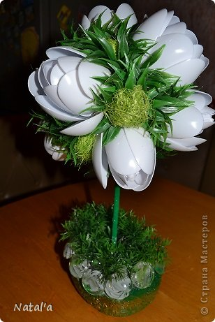 """Создала свои цветы по замечательному МК https://stranamasterov.ru/node/582271?c=favorite. Так они мне понравились и за вечерок, сидя перед телевизором """"напистолетила"""")))). Хочу подарить маме, оцените как вам, если не  сложно. Буду очень благодарна. фото 2"""