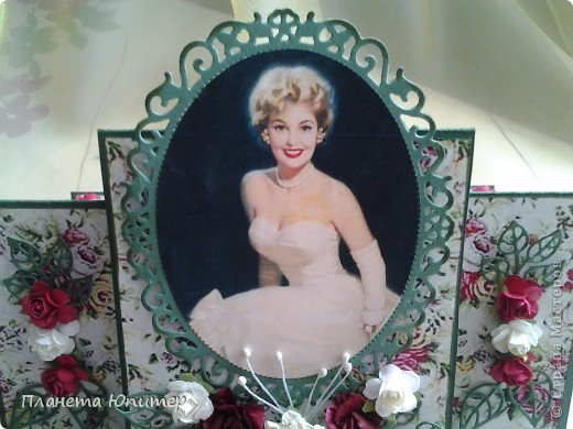 И снова здравствуйте! Сегодня у меня открыточка женщине на юбилей. Ей исполняется 55 лет, она - красавица-блондинка. Думаю, ей понравится!  Давайте смотреть.  фото 8