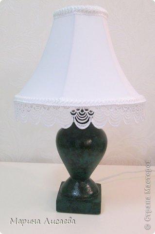Результат моих долгих усилий сделать малахитовую лампу. Основание -папье маше. Абажур- ткань на подкладке, тесьма.